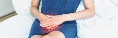 vrouw met de symptomen van een blaasverzakking